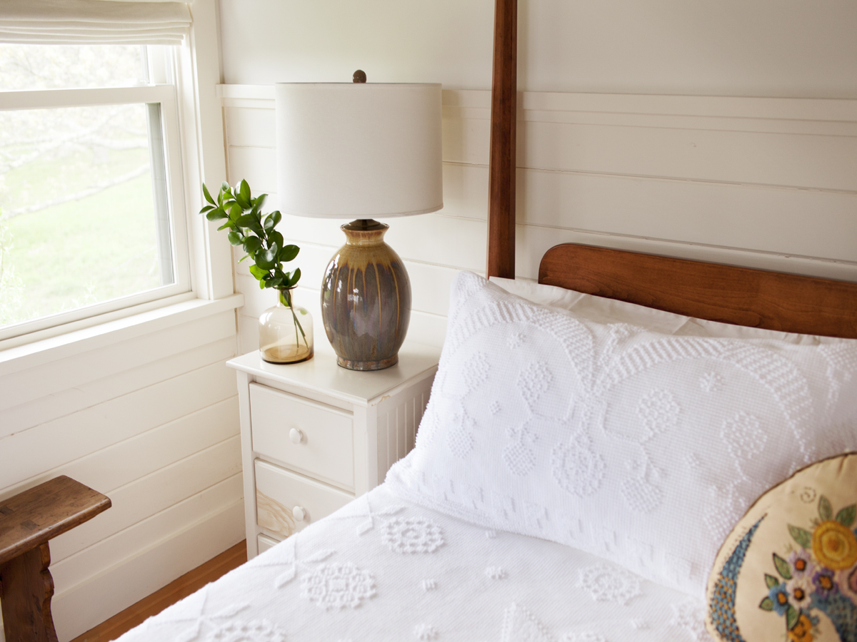 20_Kate-MaloneyInteriorDesign_MarthasVineyard_lamp