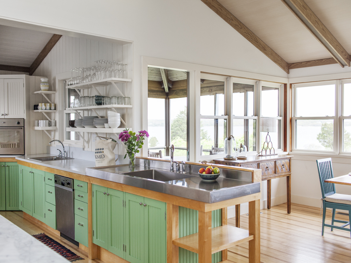 4_Kate-MaloneyInteriorDesign_MarthasVineyard_Kitchen