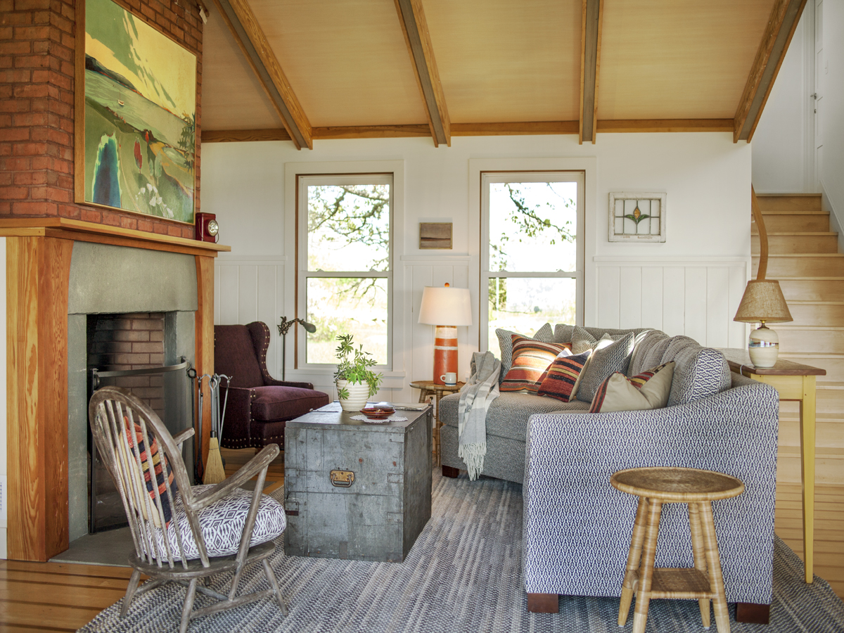 7_Kate-MaloneyInteriorDesign_MarthasVineyard_Family-Room_Sofa_Sectional